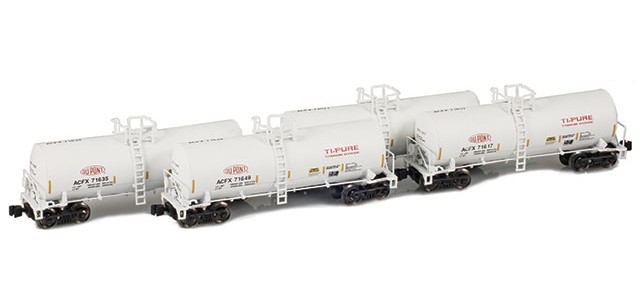 AZL 903817-1 DuPont Ti-Pure 17,600 Gallon Tank Car Runner Pack