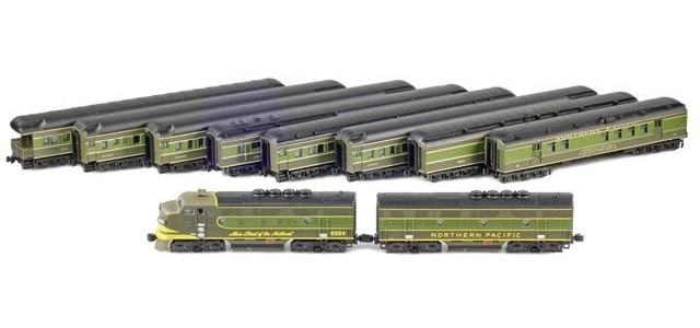 AZL 70033-North-Coast NORTHERN PACIFIC North Coast Limited Loco / Passenger Set