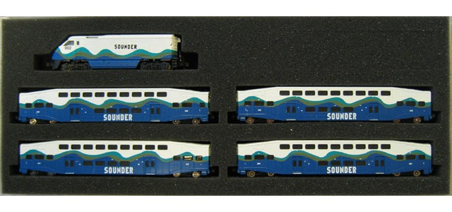 AZL 7005-1 F59PHI Sounder Full Set | Bombardier Cars #902