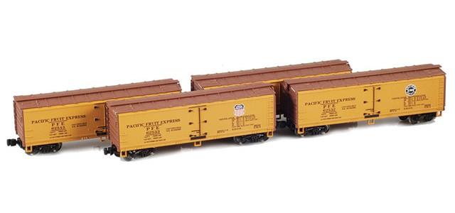 AZL 900802-3 40' PFE Wooden Reefer Set UP/SP Logo On Alternate Sides | Set 3